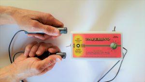 Zaper Zaperino terapija v rokah unicuje parazite