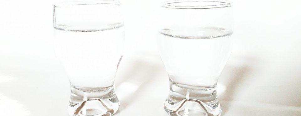 dva kozarcka vode